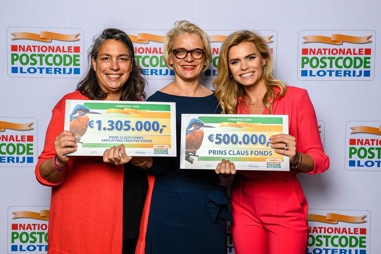 Prins Claus Fonds-NPL-checque-GGG-Goed Geld Gala-2019-Liesbeth-Mechtild-Nicoletta-van-Dam-c-Roy-Beusker-Fotografie